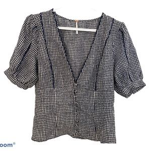 FREE PEOPLE SHORT SLEEVE V TOP NAVY GINGHAM-Size M